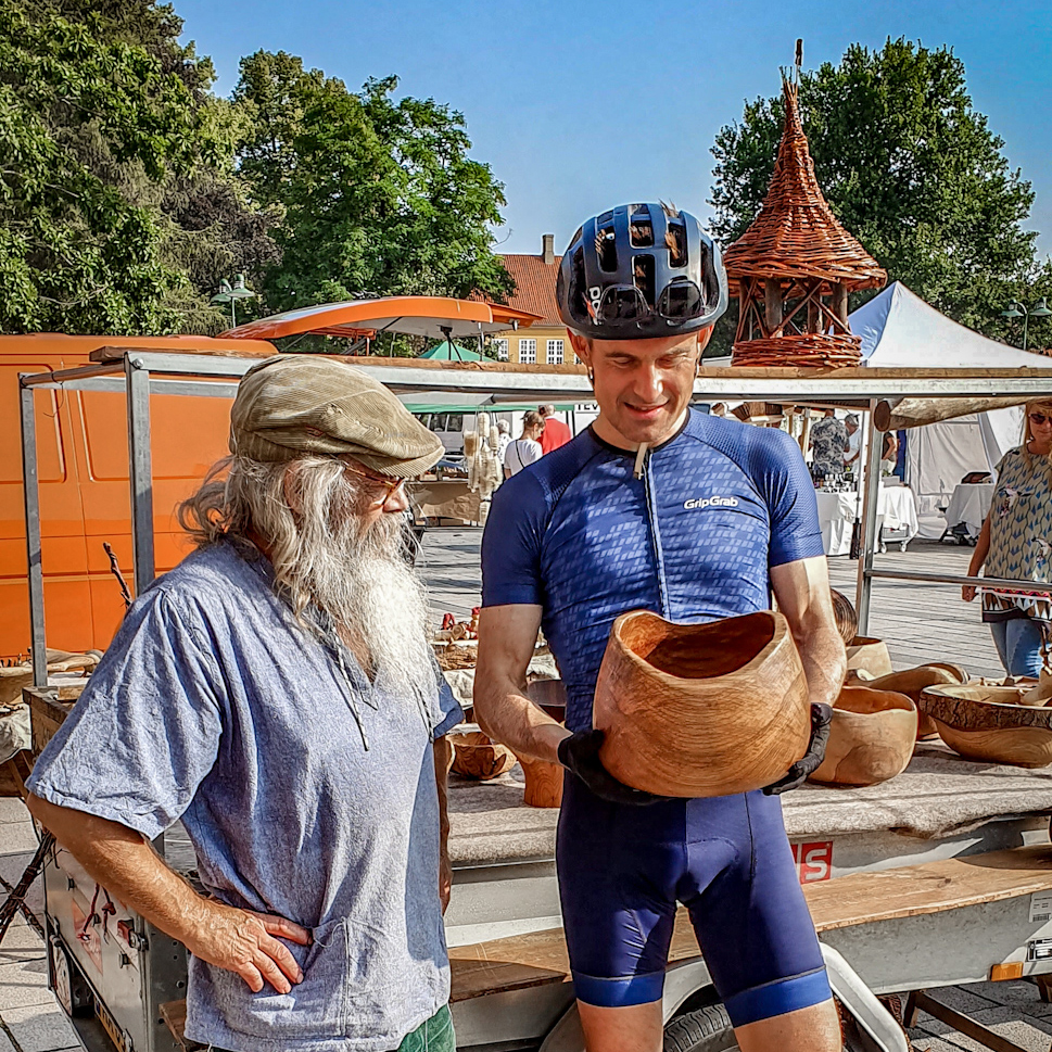 Saturday market in Roskilde. Kristian fell in love with a beautiful oak bowl made by Per Benno.